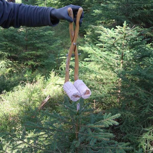 Ausbringungn Wildverbissschutzmittel mit Kuckuckszange